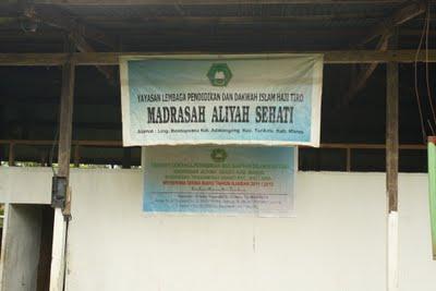 Gedung sekolah Madrasah Aliyah Sehati memprihatinkan